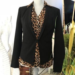 Black blazer with small lapels / eye hook closure